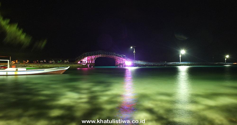 Jelajah Pulau Tidung di saat malam hari di jembatan cinta